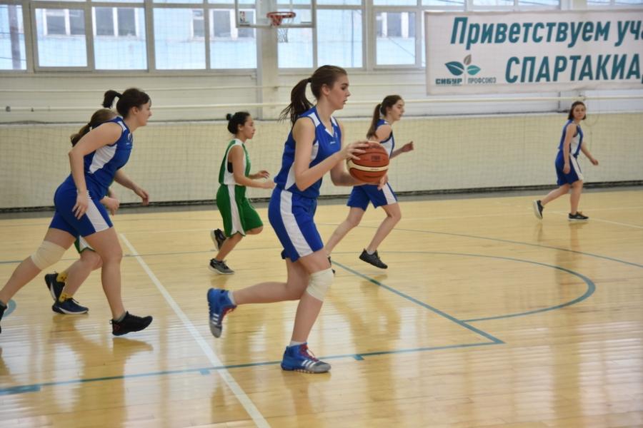 Спартакиада началась с баскетбола